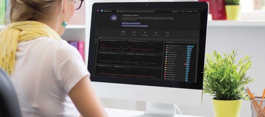 Comerciante digital usando AudienceStream