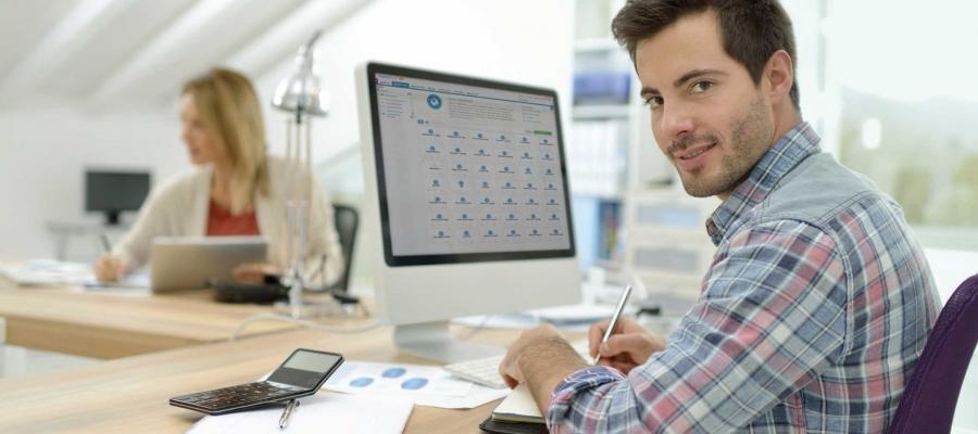 Spécialiste en marketing numérique utilisant Tealium iQ