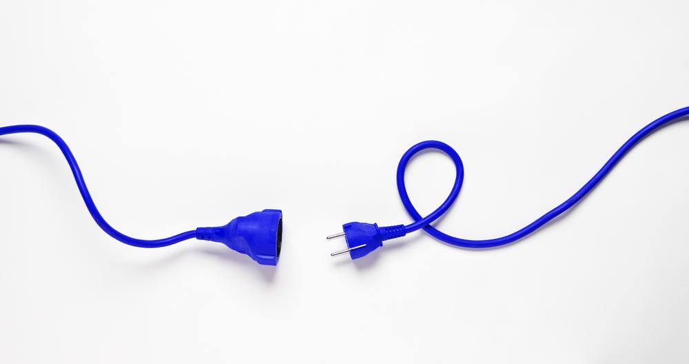 青い延長コード